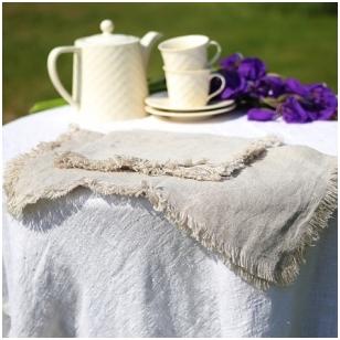 Lininė servetėlė su kutais